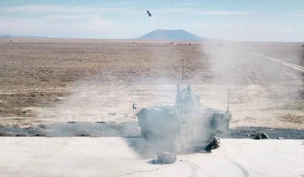 Foto - OMTAS FÜZESİYLE YAPILAN İLK ATIŞTA HEDEF BAŞARIYLA VURULDU Savunma Sanayii Başkanlığı, Silah Taşıyıcı Araçlar (STA) projesi kapsamında FNSS'in geliştirdiği 'Kaplan' aracından 4 kilometre menzile sahip Orta Menzilli Tanksavar Silah Sistemi (OMTAS) füzesiyle yapılan ilk atışta hedefin başarıyla vurulduğunu duyurdu.