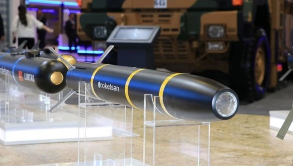 Foto - TANKLAR YERLİ FÜZE TANOK ILE VURACAK 120 milimetre Lazer Güdümlü Füze Tanok, tanklar ve diğer yüksek kalibre namlulu silahlarda kullanılan geleneksel topçu mühimmatlarına alternatif olacak, yenilikçi bir seçenek olarak geliştirildi. Modern muharebe sahasının ihtiyaçlarına; yüksek etkinlik, hassasiyet ve maliyet etkin bir çözüm sunmak üzere geliştirilen Tanok, mevcut tanklar tarafından kullanılmaya uygun bir mühimmat seçeneği sunuyor.