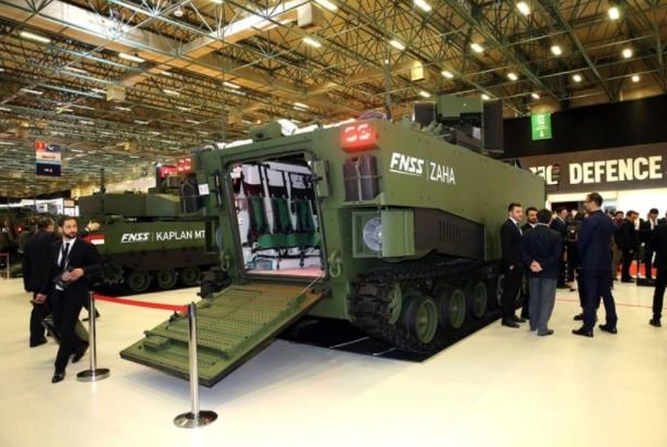 Foto - ZAHA İLK ÇIKARMASINI IDEF'TE YAPTI Türk savunma sanayi firması FNSS Savunma Sistemleri'nin Zırhlı Amfibi Hücum Aracının (ZAHA) ön prototipinin tanıtımı yapıldı. FNSS üst yöneticisi Nail Kurt, 14. Uluslararası Savunma Sanayii Fuarı'nda (IDEF 2019) bulunan FNSS standında gerçekleştirilen lansmanda ZAHA gibi araçları az sayıda ülkenin üretebildiğini söyledi.