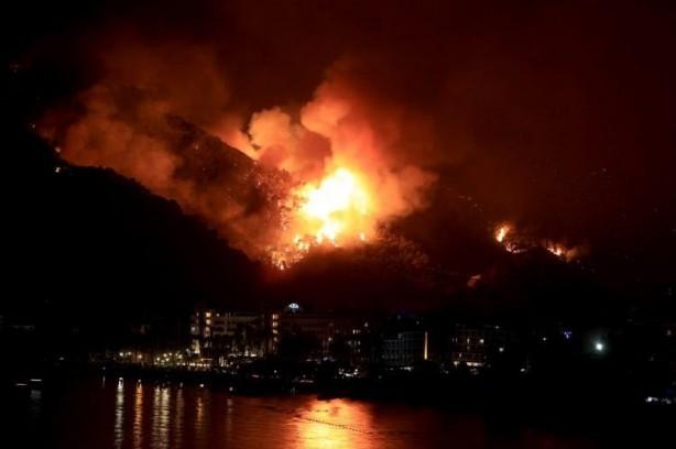 Hava kararınca yangınların dehşeti ortaya çıktı