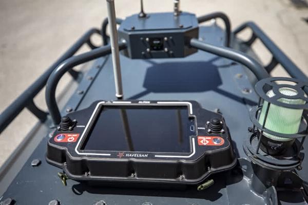 Foto - Orta seviye insansız kara aracı prototipi, otonom araç kontrol ünitesinden motor kontrol sistemine, batarya izleme sisteminden LIDAR ve RADAR gibi çevresel sensörler ile veri füzyon birimine, yapay zeka modülünden sağlık durum izleme sistemine, kamera ve görüntüleme sistemlerinden uzaktan kontrol ünitesine fiziksel çevresiyle uyumlu, kararlı ve gürbüz bir ünite olarak geliştiriliyor.