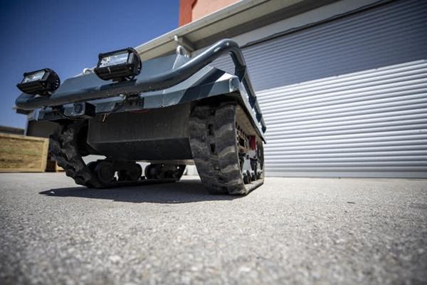 Foto - Elektrikli motora sahip araç, saatte 7 kilometre hıza çıkabiliyor. Araç, 2 saatten fazla operasyon süresiyle görev yapıyor.