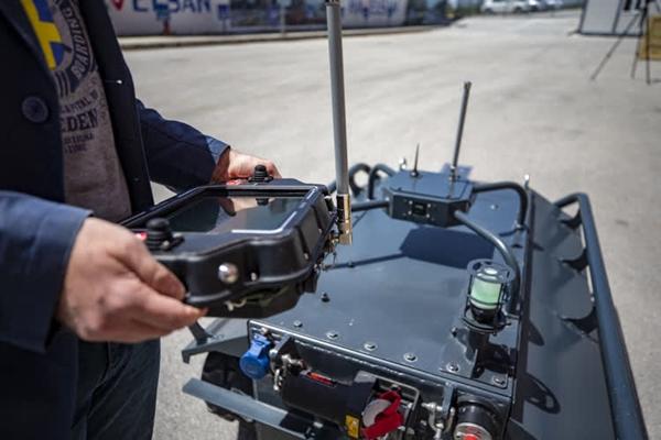 Foto - Boyu 150, genişliği 100, yüksekliği 60 santimetre olan HAVELSAN İnsansız Kara Aracı, 350 kilogram ağırlıkta bulunuyor.