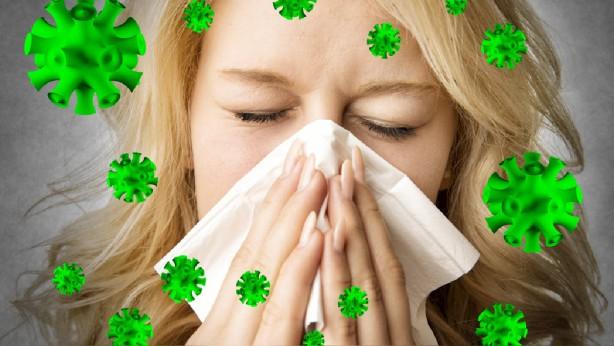 Foto - Gribal enfeksiyonlar alerjik hastalıkları tetikler Özellikle mevsim değişmesiyle birlikte soğuk algınlığı ve gribal enfeksiyonlar da sıklıkla görülmeye başlar. Gribal enfeksiyonlar alerjik hastalıkları en çok artıran tetikleyici faktördür. Bu nedenle de özellikle çocukların gribal enfeksiyonlara karşı aşı olması çok faydalı olabilir.