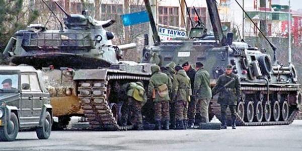 Foto - 28 Şubat 1997'den itibaren 569 askeri personel ile 639 sivil memurun görevine son verildi.