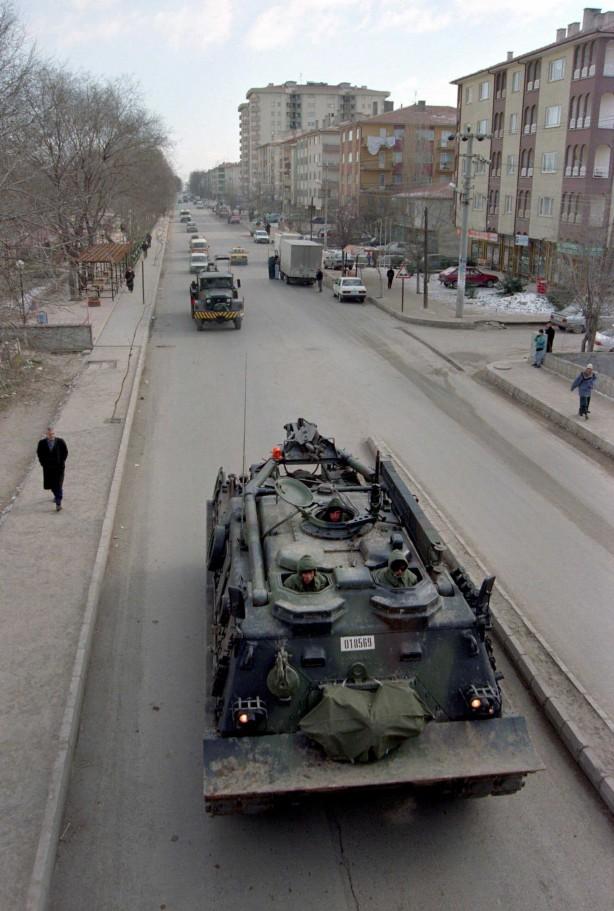 Foto - Eski İçişleri Bakanı Rüştü Kazım Yücelen, 2001 yılında 1309 yayın hakkında yasaklama kararı verildiğini bildirmişti.
