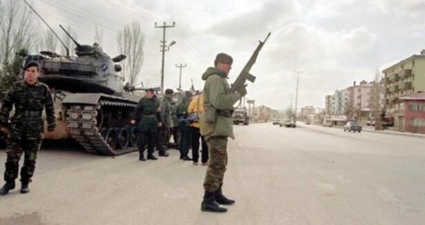 """Foto - 1990'dan sonra """"irtica"""" suçlamasıyla verilen YAŞ kararlarıyla TSK'dan atılan personel sayısı 1635."""