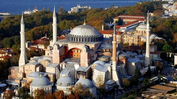 Foto - Yarın İstanbul'un Ferhi'nin yıl dönümünde çok güzel programlara eşlik edeceğiz. Önce Sancaktepe'de Prof. Dr. Feriha Öz Hastanesi'nin açılışını yapacağız. Akşam saatlerinde Okçular Vakfı'nın Fetih Kupası yarışmaları gerçekleştirilecek. Ayasofya'da Fetih süresi okunacak ve dualar edilecek. Milletimizin fetih sevincini bu programlarla hep birlikte yaşayacağız. Fatih Sultan Mehmet Han başta olmak üzere gazilerimizi, şehitlerimizi, kahramanlarımızı hürmetle yadediyoruz.