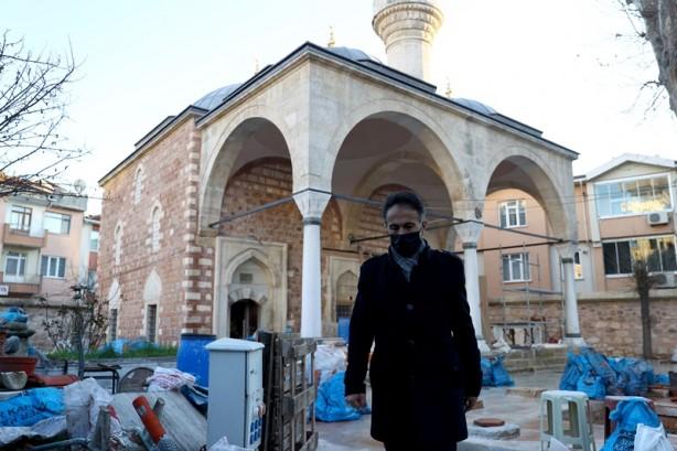 Yıldız, AA muhabirine, din görevlisi olarak 25 yıldır hizmet verdiği kentte camisi restorasyona girdiğinden dolayı gönüllü olarak sağlıkçılarla çalıştığını söyledi.