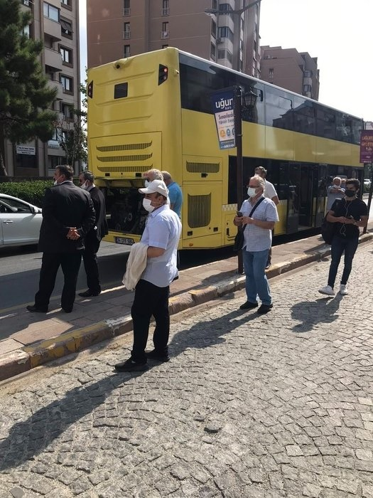 Foto - İETT otobüsleri için daha önce her garaj için değişik firmaların aldığı bakım ihalelerini, bu dönemde CHP Milletvekili Özgür Karabat'ın müşaviri olduğu tek bir firma aldı.