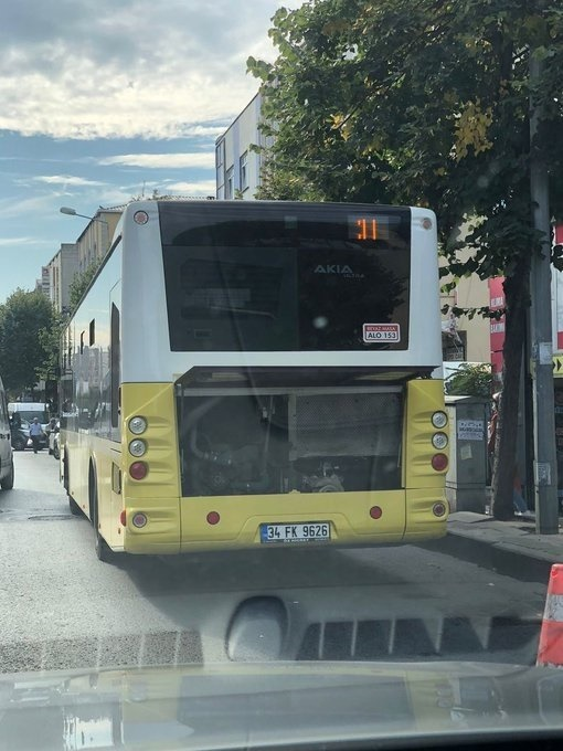 Foto - 2018 Kasım ayı verilerine göre dünyada toplu ulaşım araçlarının yaş ortalaması New York 9.2, Tokyo 11.83, Berlin 7, Paris 8, Roma 13, İstanbul yani İETT'de 5.8. Yani siz dünyanın en genç filosuna sahip bir kurumu devraldınız. Düne kadar tıkır tıkır işleyen mevcut otobüsler neden şimdi sürekli arıza yapıyor, siz neden bunların bakımını yapamıyorsunuz?