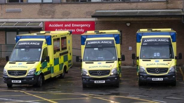 """Foto - Yerel konsey duyarsız Mesajın devamında İngiltere'deki yerel yönetimin duyarsızlığı da, """"Soğuk servis alanımız tükendi ve soğuk alanın genişlemesine veya geçici morga ihtiyacımız var. Ekstra ambulanslara ve alabileceğimiz her türlü yardıma ihtiyacımız var. Çaresizce koruyucu tuluma ihtiyacımız var."""