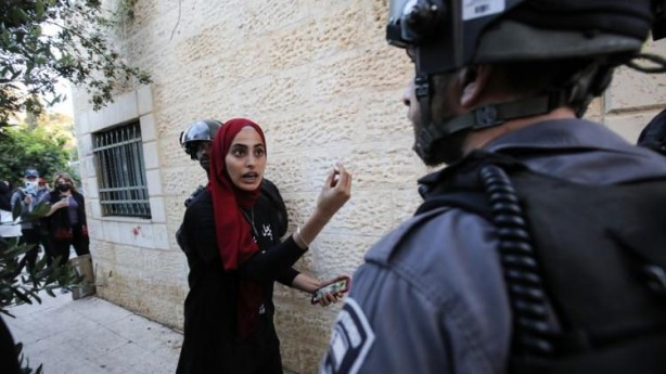 İsrail polisinden başörtüsü düşmanlığı