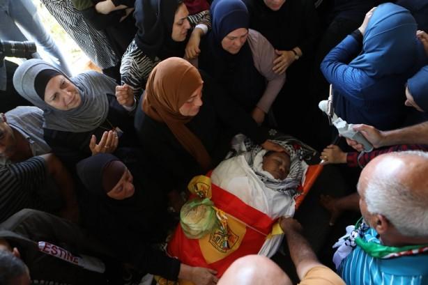 İsrailli teröristlerin öldürdüğü Filistinli çocuk toprağa verildi! Bir daha saldırdılar