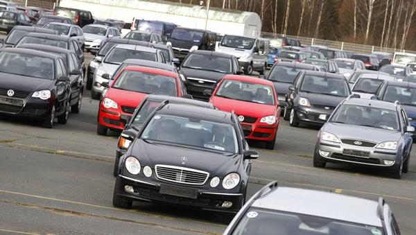 Foto - Bu sebeple pek çok kişi araba almaktan vazgeçmişti. 2. el ilan sitelerinde sahibinden satılık ideal fiyatlı otomobil bakan vatandaşlar bilhassa salgın sürecinde fiyatlardan çok şikayetçiydi.
