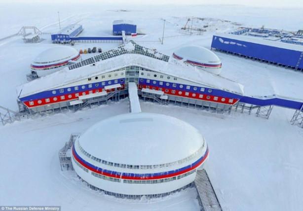 Rusya Savunma Bakanlığı, Arhangelsk Oblastı'nda bulunan askeri üsse ait fotoğrafları paylaştı.
