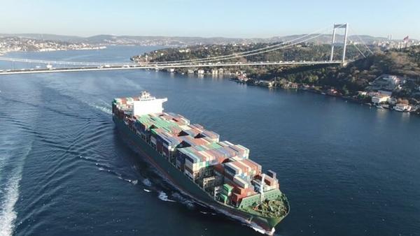 Foto - İstanbul'u dünyanın diğer şehirlerinden ayıran en büyük özelliklerinden birisi tarihi özelliğinin yanında 3 kıtayı birleştiği noktada eşsiz bir Boğaz'a sahip olması olarak öne çıkıyor. İstanbullular, artacak gemi trafiği ile Boğaz'da yaşanacak gemi ve tanker kazalarından oldukça endişe duyarken, Kanal İstanbul'un Boğaz'ın üzerindeki bu tehlikeleri bertaraf etme yönünde önemini ortaya koyuyor.