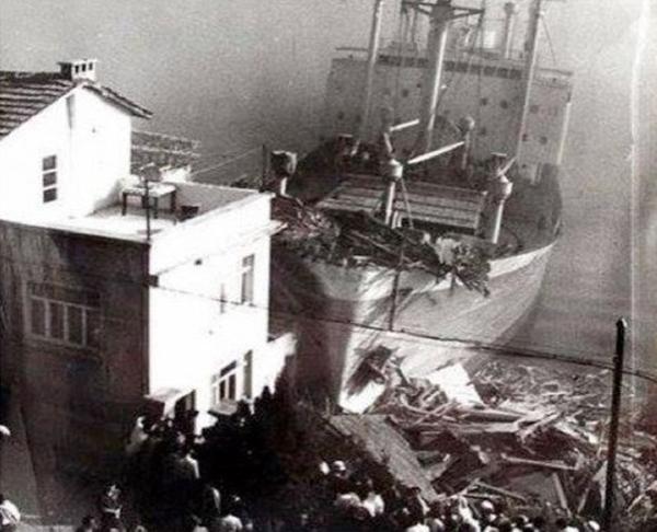 Foto - İSTANBUL BOĞAZI'NDA YAŞANAN DİĞER ÖNEMLİ TANKER VE GEMİ KAZALARI 1942'de Nazi Almanyası işgali ve Britanya ablukası altında