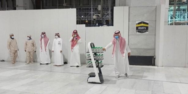 Kabe'de zemzem suyunu akıllı robotlar dağıtacak