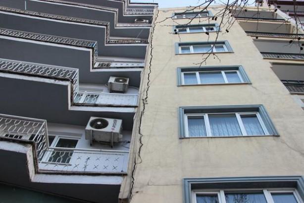 Foto - 22 Ocak'ta Manisa'nın Aksihar ilçesinde meydana gelen 5.4 büyüklüğündeki ilk depremin ardından kent günlerdir sallanmaya devam ediyor. Zaman zaman 4'ün üzerine de çıkan sarsıntılar İzmir, Balıkesir ve İstanbul'dan da hissedilirken bölgedeki vatandaşların tedirginliği sürüyor.