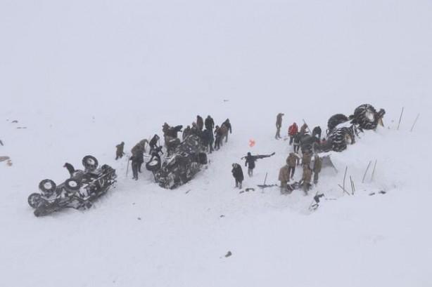 Foto - Türkiye'de Van'ın Bahçeşehir ilçesinde şubat ayındaki düşen çığ sebebiyle ilk belirlemelere göre iki kişi kayıp haberi geldi Ancak kayıp iki kişiyi kurtarmak için giden kurtarma ekipleri de çığ altında kalınca Türkiye acı bir bilançoyla karşılaştı. Çığ felaketinde toplamda 41 kişi hayatını kaybetti.