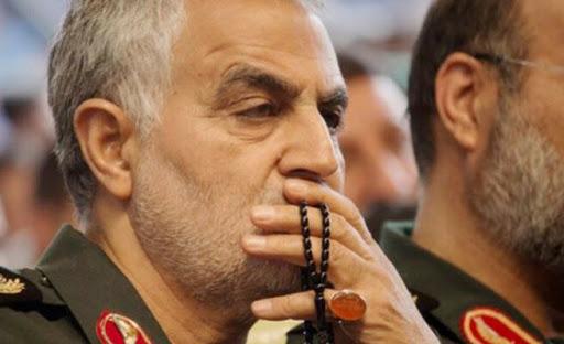 Foto - ünya, 2020 yılının ilk günlerinde Amerika Birleşik Devletleri'ne (ABD) ait kuvvetlerin Irak'taki İranlı General Kasım Süleymani'ye düzenlediği suikast ile sarsıldı. İran Devrim Muhafızları Ordusu'na bağlı Kudüs Gücü Komutanı Süleymani, Irak'ın başkenti Bağdat'taki havalimanına insansız hava aracıyla düzenlenen saldırıda yaşamını yitirdi. Bu olay sonrası İran'da 3 gün ulusal yas ilan edilirken, Süleymani'nin cenazesinde çıkan izdiham ve olaylarda 50'yi aşkın kişi yaşamını yitirdi.