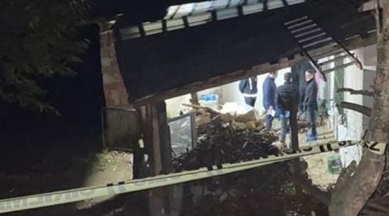 Foto - Makbule teyzenin cansız bedeninin bulunmasının ardından olay yerinde inceleme yapan savcının dikkatini çevredeki güvenlik kameraları çekti.