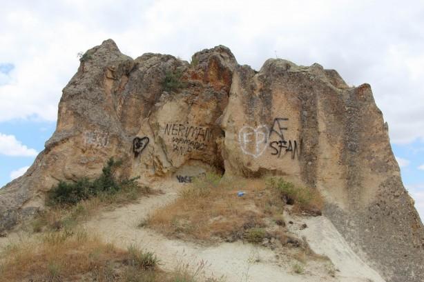 Kapadokya'da peribacalarına akılalmaz saldırı