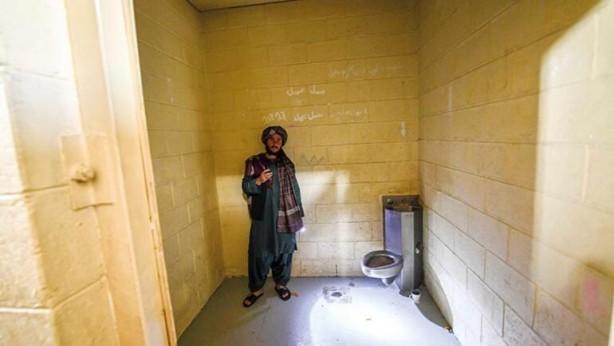 Foto - İŞKENCE ODALARI Taliban güçleri, yöneticilerinin güneş görmeyen bu bir metrekarelik hücrelerde işkence gördüğünü söylüyor.