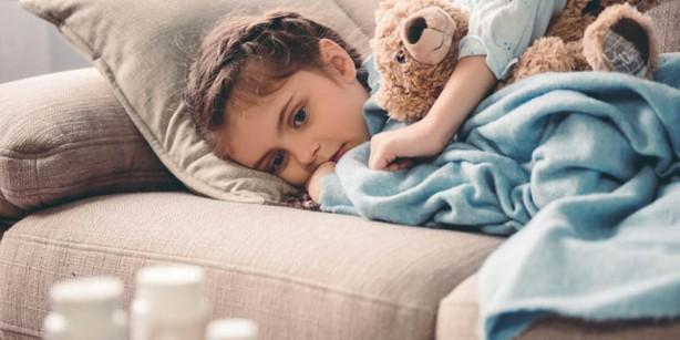 Kawasaki hastalığı veya mukokutanöz lenf nodu sendromu, arterlerde, damarlarda ve kılcal damarlarda iltihaplanmaya neden olan bir hastalıktır. Ayrıca lenf düğümlerinizi de etkiler ve burunda, ağızda ve boğazda semptomlara neden olur. Çocuklarda kalp hastalığının en yaygın nedenidir. İlk defa Japon pediatrist Dr. Tomisaku Kawasaki tarafından 1967 yılında tanımlanan hastalık, çoğu durumda tedaviden birkaç gün sonra ciddi bir sorun olmadan iyileşir, birçok çocukta herhangi bir kalıcı hasara neden olmaz. Nüksler (tekrar) nadir olarak görülür.