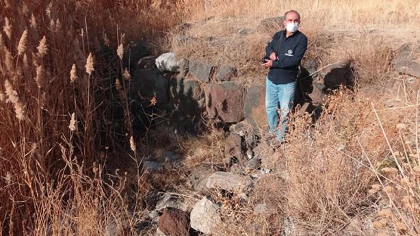 Foto - Van Gölü'nün su seviyesinin hissedilir şekilde düşmesi, son yıllarda Erciş ilçesinde bazı tarihi ve doğal kalıntıların da gün yüzüne çıkmasına sebep oldu.