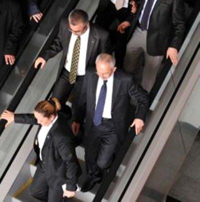 Foto - Kılıçdaroğlu'nun yürüyen merdivendeki ters görüntüleri de hafızalarda tazeliğini koruyor.