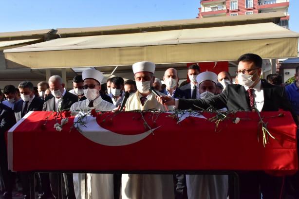Foto - İl Müftüsü Abdurrahman Şahin kıldırdığı cenaze namazının ardından tezkiye konuşması gerçekleştirdi.