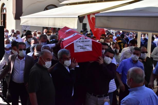 Foto - Cenazede ağladıkları görülen belediye çalışanları da tabutu omuzladı.