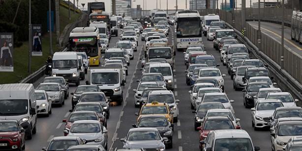 Kısmi kapanmaya saatler kala İstanbul'da trafik yoğun