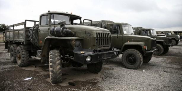 Korkak Ermenistan askerlerinin bırakarak kaçtığı askeri araçlar görüntülendi
