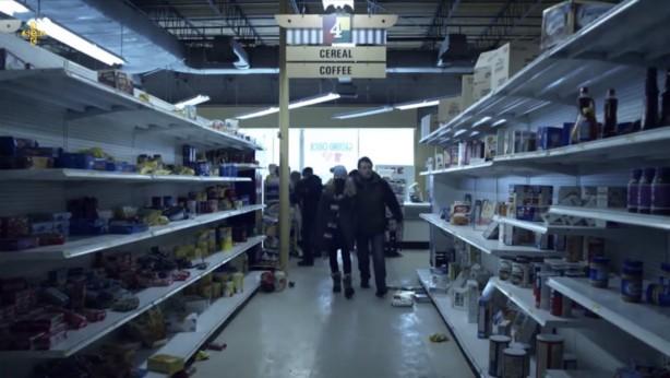 Foto - Filmde insanların korku ve panik içerisinde marketleri boşalttığı da ekrana getiriliyor.