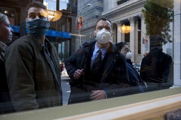 Foto - Burns'un senaryo danışmanlarından Doktor W. Ian Lipkin ise Çin'deki Corona virüs çalışmalarına yardımcı olmak için yola çıktığını belirtti.