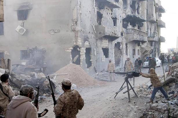 Foto - (Ekim 2014) Hafter Bingazi'de Ensar el Şeria'ya karşı yeni bir saldırıya başladı. Tobruk merkezli Temsilciler Meclisi, Hafter ile ittifak kurdu. Hafter'e bağlı askeri güçler Libya Ulusal Ordusu adı altında toplandı. Hafter Tobruk temsilciler meclisi tarafından resmi olarak bu ordunun liderliğine Mart 2015'te getirildi.