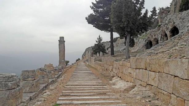 Mersin'de tarihin binlerce yıllık tanığı: Alahan Manastırı