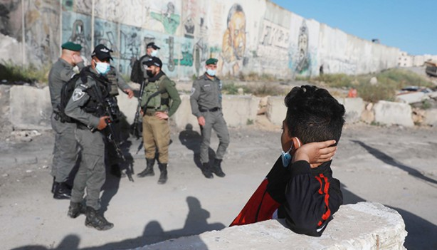 Mescid-i Aksa'da cuma coşkusu... Bazı Filistinliler engellendi