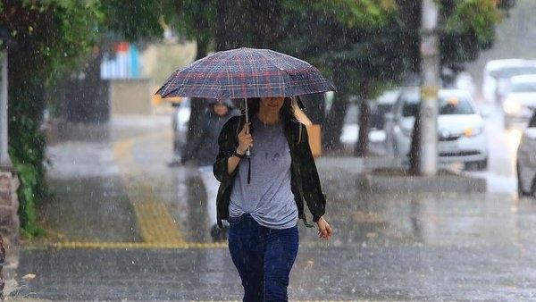 Foto - GÜNEYDOĞU ANADOLU VE DOĞU ANADOLU İÇİN UYARI Bu bölgelerde yağışlar devam ederken Güneydoğu Anadolu ve Doğu Anadolu'da aşırı sıcaklar bunaltabileceği uyarısında bulunan Demirhan, şu ifadeleri kullandı: