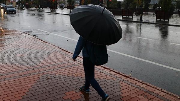 Foto - Meteoroloji Genel Müdürlüğü'nün internet sitesinde yayınlanan, 18-22 Haziran tarihlerini kapsayan 5 günlük haritalı hava durumu tahmin raporuna göre; özellikle Marmara Bölgesi'nde sağanak yağışın etkili olması bekleniyor. Konuyla ilgili detaylı bilgileri İstanbul Teknik Üniversitesi (İTÜ), Meteoroloji Mühendisliği Öğretim Üyesi Dr. Deniz Demirhan açıkladı. Türkiye'nin, hafta başından beri yaklaşık 5000 metre seviyede