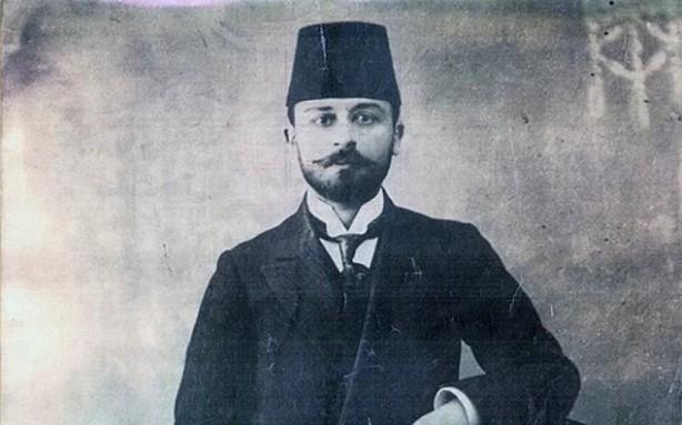 """Foto - Yıldız açıklamasının devamında ise Şehit Kemal Bey hakkında şunları söyledi: """"1884 yılında Beyrut'ta doğdu. Babası Sirkeci Gümrüğü Yolcu Salonu Müdürü Arif Bey'dir. Mülkiye'den pekiyi derece ile mezun oldu. 1909 yılında 12 Adalar Valiliği (Cezair-i Bahri Sefid) maiyet memurluğunda stajını bitirip kaymakam olan Mehmet Kemal Bey, 13 Haziran 1917 tarihinde de Boğazlıyan Kaymakamlığı görevinde bulundu. Kaymakamlığı esnasında Ermeni tehciri sırasında ihmali bulunduğu gerekçesiyle Ankara Valiliğince görevinden azledildi. Konya İstinaf Mahkemesi'nin kararıyla aklandı ve azil kararı kaldırıldı. İttihat ve Terakki Hükümetinin iktidardan düşmesi ile iktidara gelen Hürriyet ve İtilaf Partisince, işgal kuvvetleri ve onların himayesinde her türlü şenaati işleyen Ermenilere yaranmak maksadı ile bazı kararlar alınmış, Kemal Bey, Damat Ferit Paşa Hükümeti'nin kararıyla yargılanmak üzere 7 Ocak 1919 tarihinde Konya'da gözaltına alınarak, 30 Ocak 1919'da İstanbul'a getirilmiştir.Tehcir suçlarına bakmak için işgalciler tarafından kurulan, İngiliz muhipler cemiyeti üyesi Nemrut Mustafa Paşa yönetimindeki Divan-ı Harpte 2 ay ve 18 gün süren ve """"yalancı tanıklara desteklenen"""" duruşmaların ve Fransız ve İngiliz işgali komutanlarının, Ermeni komitacıları ve Ermeni Patriği Zavenin baskıları sonunda; """"Bozok ve Boğazlıyan Ermenileri'nin tehciri sırasında suiistimal ve öldürme olaylarında ihmali olduğu"""" gerekçesiyle idama mahkum edilmiştir."""