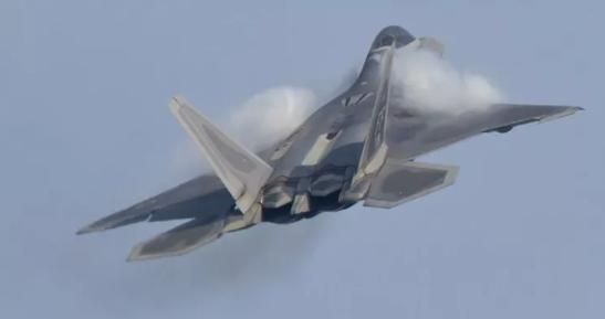 Foto - Dünyanın en pahalı savaş uçağı F-22 Raptor