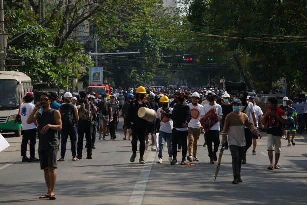 Myanmar karıştı! Ölü ve yaralılar var