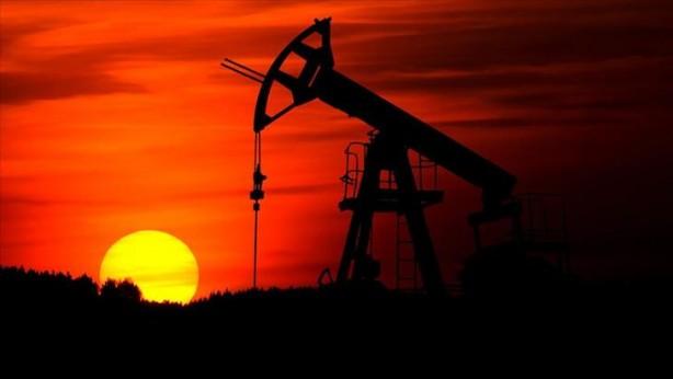 Foto - Türkiye'nin enerji ithalatı faturası, koronavirüs salgının etkisiyle petrol ve doğal gaz fiyatlarında yaşanan gerileme sonucunda, Ocak-Eylül döneminde geçen yılın aynı dönemine göre yüzde 31 azalarak 21.5 milyar dolara geriledi. Türkiye İstatistik Kurumu verilerine göre, Türkiye'nin toplam ithalatı yılın 9 ayında geçen yılın aynı dönemine göre yüzde 1.5 artışla 156.2 milyar dolar olarak gerçekleşti. Enerji ithalatı ise bu dönemde yüzde 31 azalarak 31.2 milyar dolardan 21.5 milyar dolara geriledi.