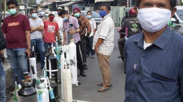 Foto - Bandung şehrindeki iki hastane, tıbbı oksijen stokunun tükendiğini ve acil tedavi edilmesi gereken hastaları kabul edemediklerini açıkladı.