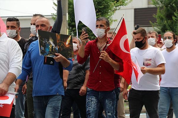 O ülkede Türk bayraklarıyla sokağa indiler!