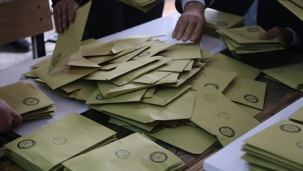 Foto - 2023 Seçimlerinde aday olmaları halinde Cumhurbaşkanı Erdoğan ve Mansur Yavaş son tura kalırsa kime oy verirsiniz? Sorusu da soruldu.